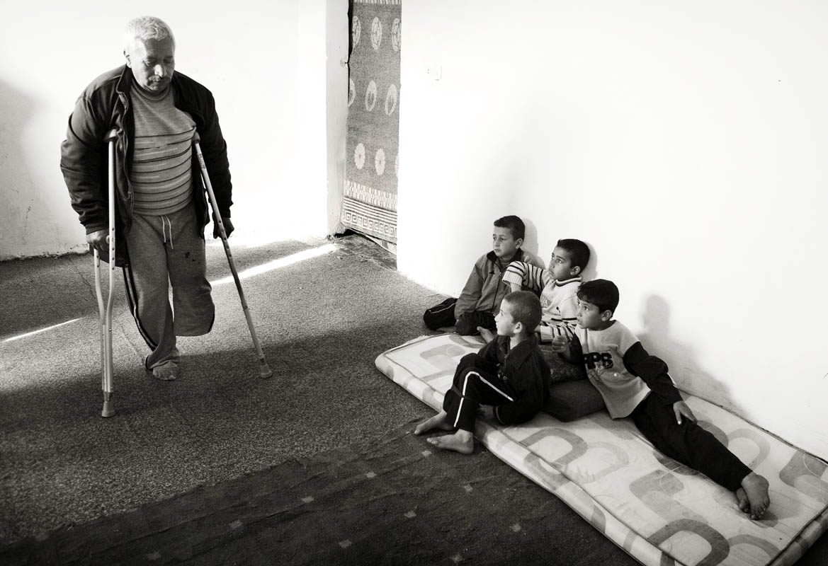 Watched by his neighbours' children ________ exercises in the home he now rents in Jordan.