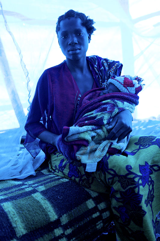 With malaria prevalent, the IOM is trying to distribute as many mosquito nets as possible. Without enough nets to go around, the priority is for mothers with young children, the under fives and the pregnant.Cazombo, 2007