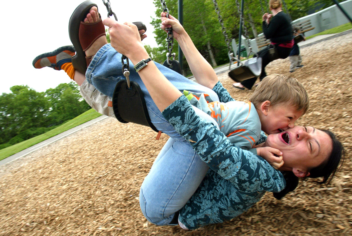 <p>Vera Ranguelova plays on a swingset with her son Yoan, age 3, both from Lake City, WA in Laurelhurst on May 9, 2006. (PI photo/Karen Ducey)</p>