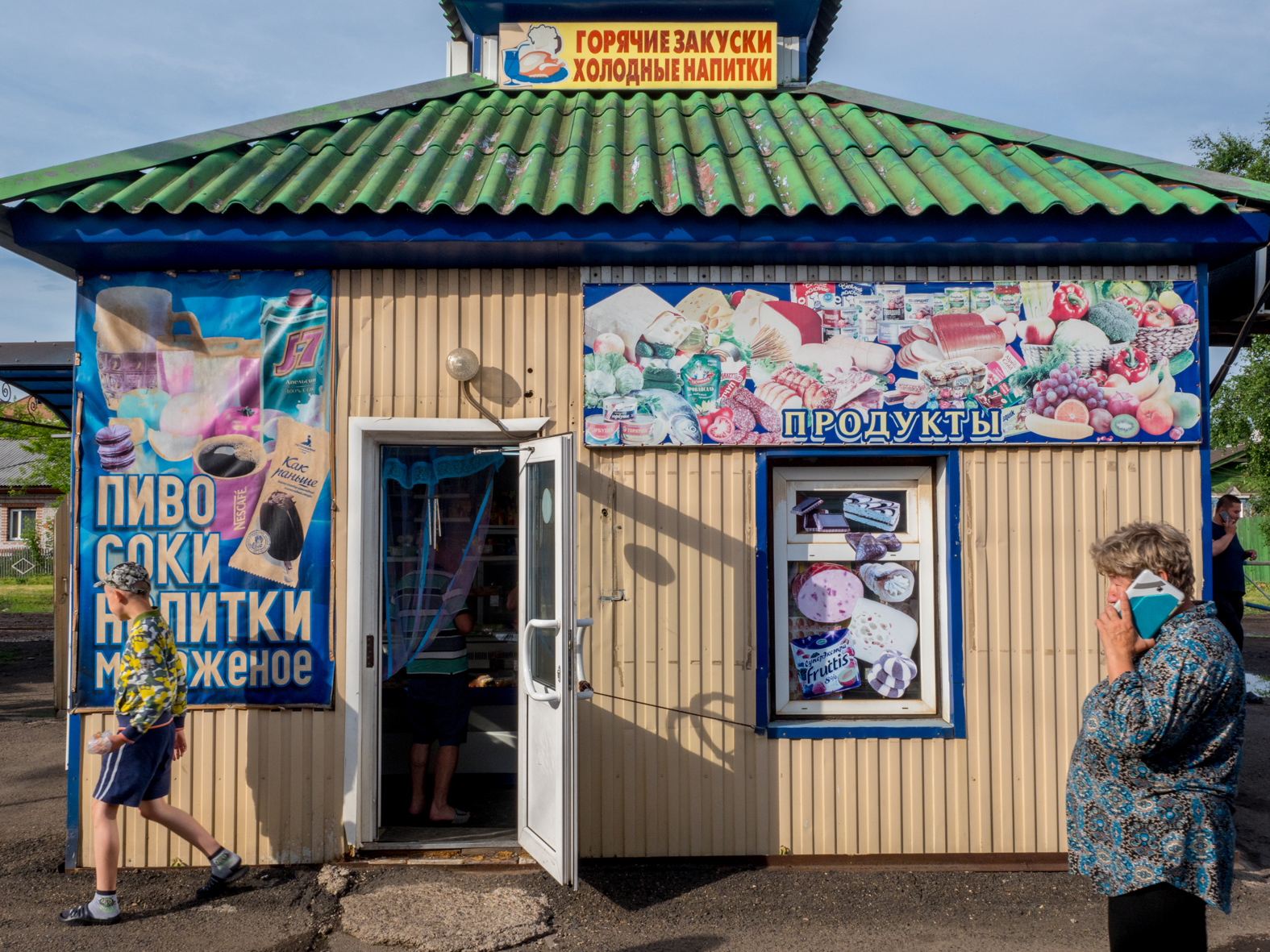 A shop provising supplies for passengers on the Trans-Siberian Railway from Moscow-Vladivostok. Spanning a length of 9,289km, it's the longest uninterrupted single country train journey in the world. It has connected Moscow with Vladivostok since 1916, and is still being expanded. It was built between 1891 and 1916 under the supervision of Russian government ministers personally appointed by Tsar Alexander III and his son, the Tsarevich Nicholas (later Tsar Nicholas II).
