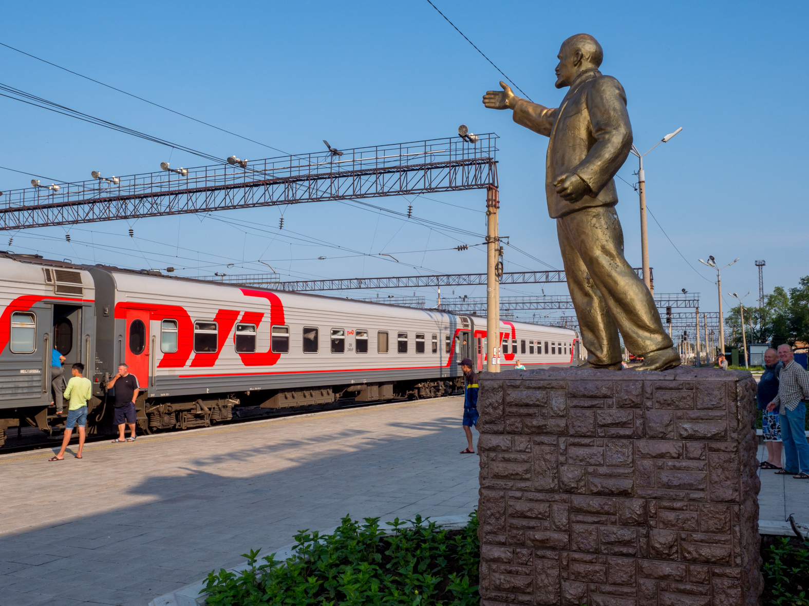On the station platform at Belogorsk, Amur Oblas, a golden statue of Lenin gestures towards the Trans Siberian. The Trans-Siberian Railway from Moscow-Vladivostok, spanning a length of 9,289km, is the longest uninterrupted single country train journey in the world. It has connected Moscow with Vladivostok since 1916, and is still being expanded. It was built between 1891 and 1916 under the supervision of Russian government ministers personally appointed by Tsar Alexander III and his son, the Tsarevich Nicholas (later Tsar Nicholas II).