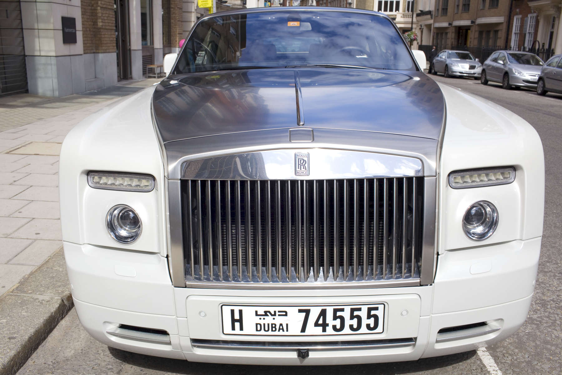 A Dubai BRolls Royce parked on New Bond street, a popular destination for wealthy Arabs in West London.Arabs have been visiting London for centuries and around 300,000 Arabs have chosen to make the capital their home and a further half a million throughout the UK. The number swells significantly from visitors during the summer. Saudi Arabians spend the most on property in London choosing Belgravia, Kenington, Knightsbridge and Holland Park. Arab culture continues to increase in visibility throughout the capital as integration into this most transient of city's continues.©Peter Dench/Reportage by Getty Images