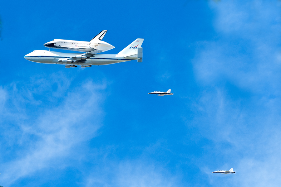 Space Shuttle Endeavour makes it's final mission with a flyover Los Angeles at 1400ft (including Universal Studios, The Getty Center, The Hollywood sign, The Griffith Observatory, Malibu Beach, The Santa Monica Pier, Disneyland, and JPL) before touching down at Los Angeles International Airport.