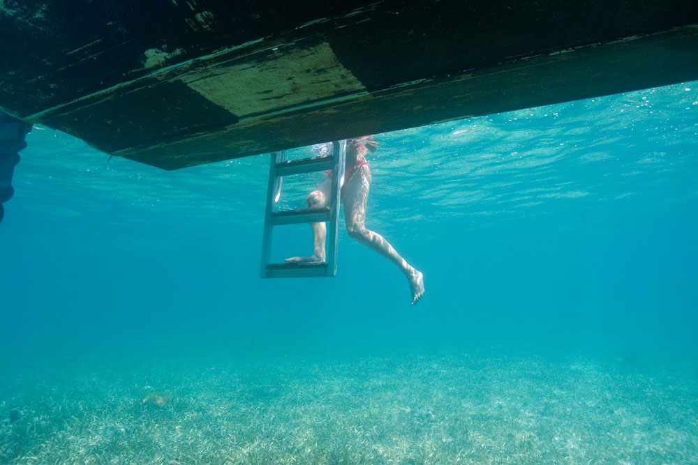 sarah_s-legs-ladder-under-boat