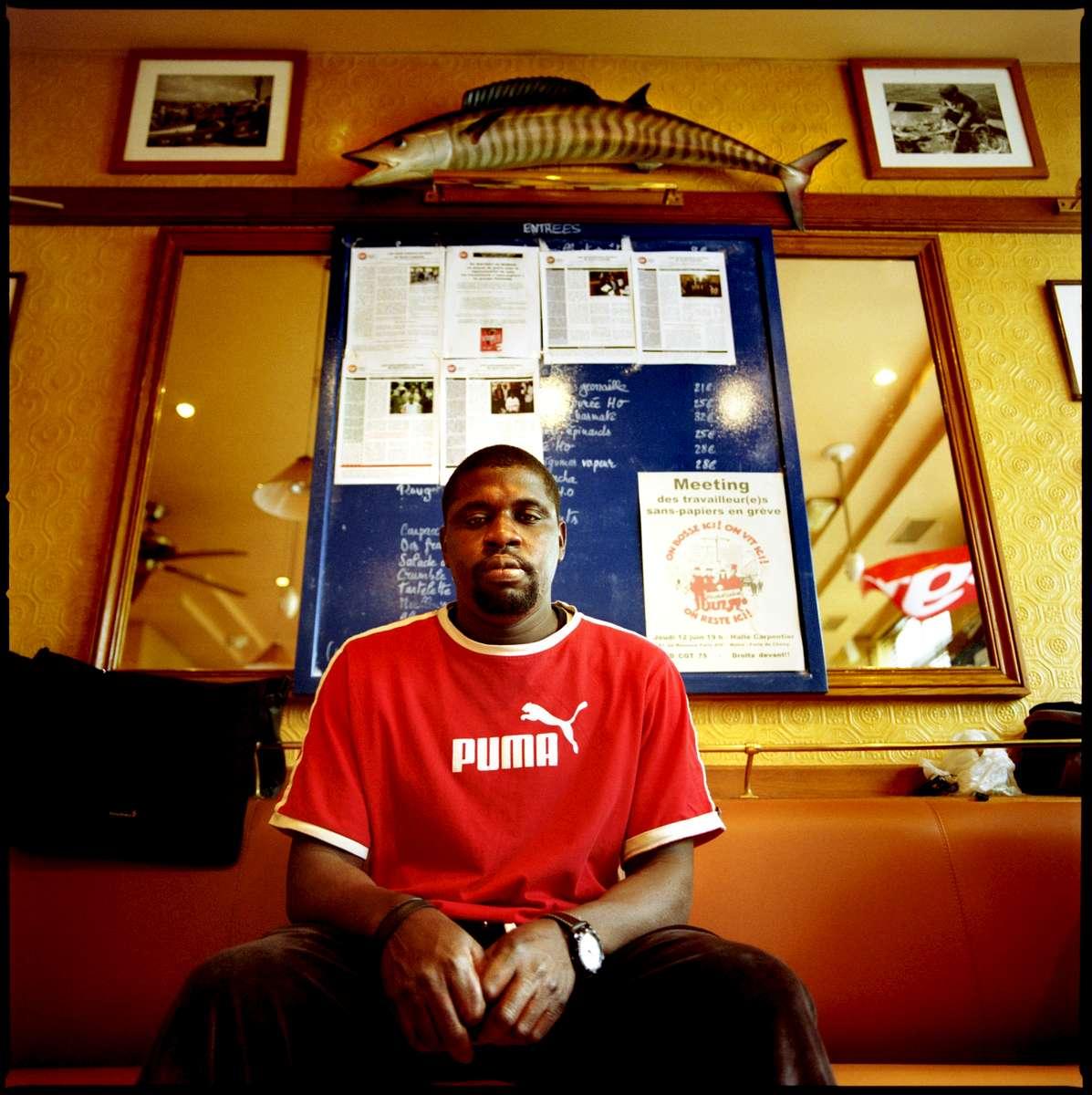 Salia est Malien. Il est arrivé en France en mai 1999. En grève depuis le 24 mai 2008, il demande sa régularisation avec 16 autres employés  des différents restaurants Marius et Janette de Paris.