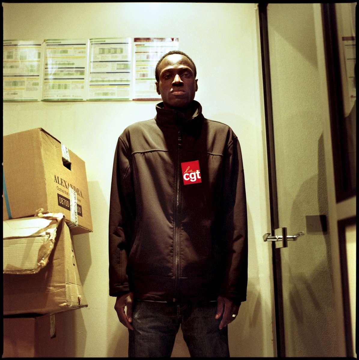 Toumane est Sénégalais et en grève depuis le 23  mai 2008. Sans papiers, il occupe les locaux de l'entreprise qui l'emploie «Manet». Il est dans l'attente d'une régularisation.