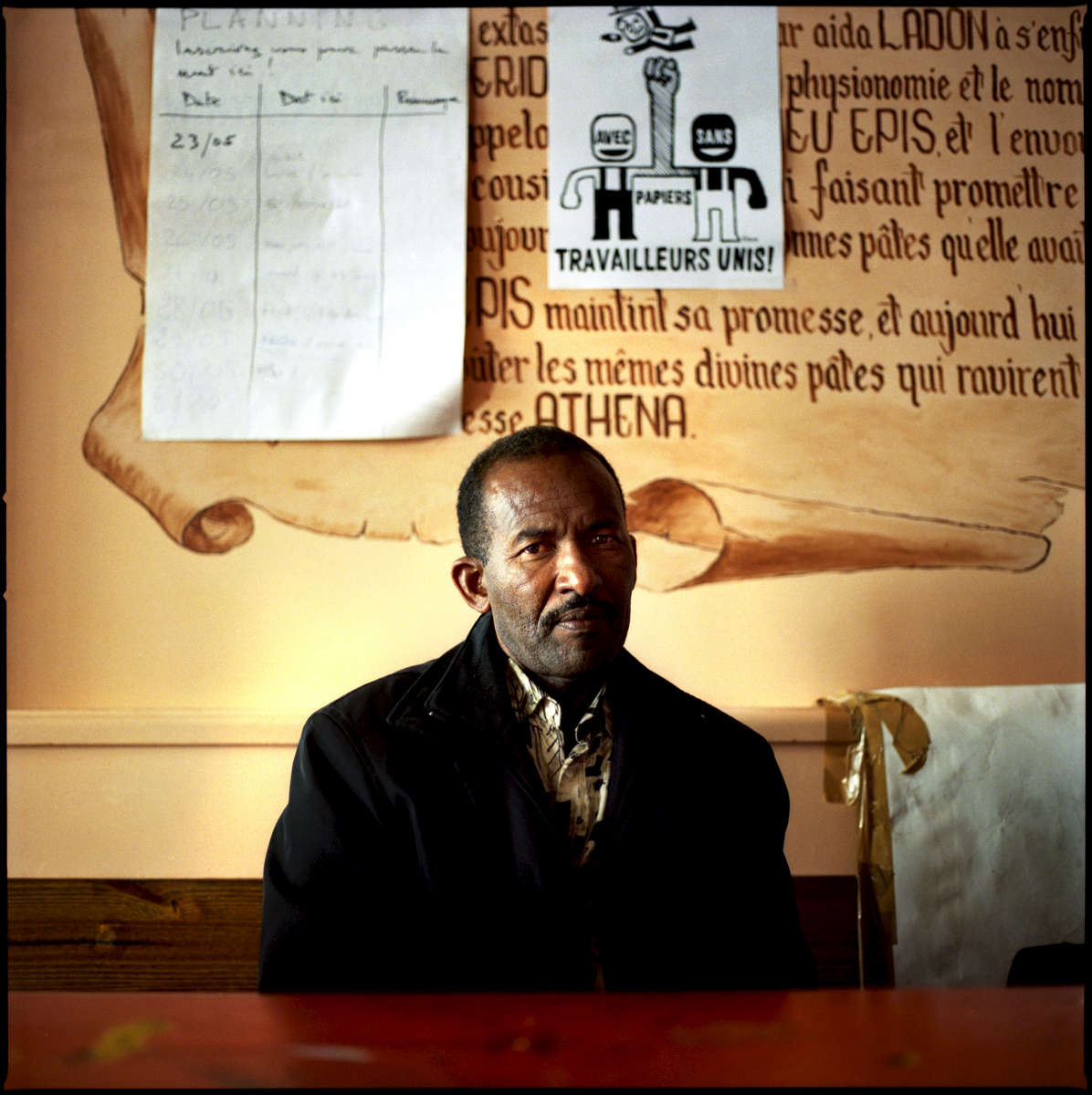 Mamadou est Mauritanien et est arrivé en France en 2004. En grêve depuis le 19 Mai 22008, il travaille dans l'un des restaurants du groupe PASTAPAPA. Il occupe avec 7 autres grévistes, et quelques soutiens, le restaurant PASTAPAPA de la rue Jean Mermoz à Paris.