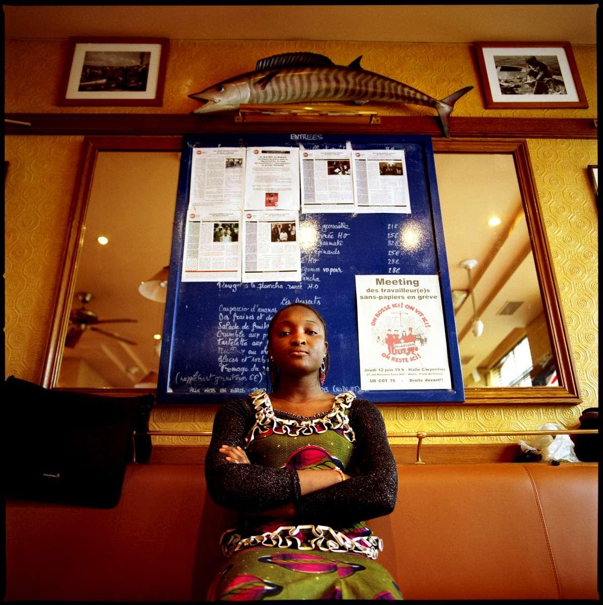 Koudedia est Malienne. elle est arrivée en France en 2002. En grève depuis le 24 mai 2008, ell demande sa régularisation avec 16 autres employés  des différents restaurants Marius et Janette de Paris.