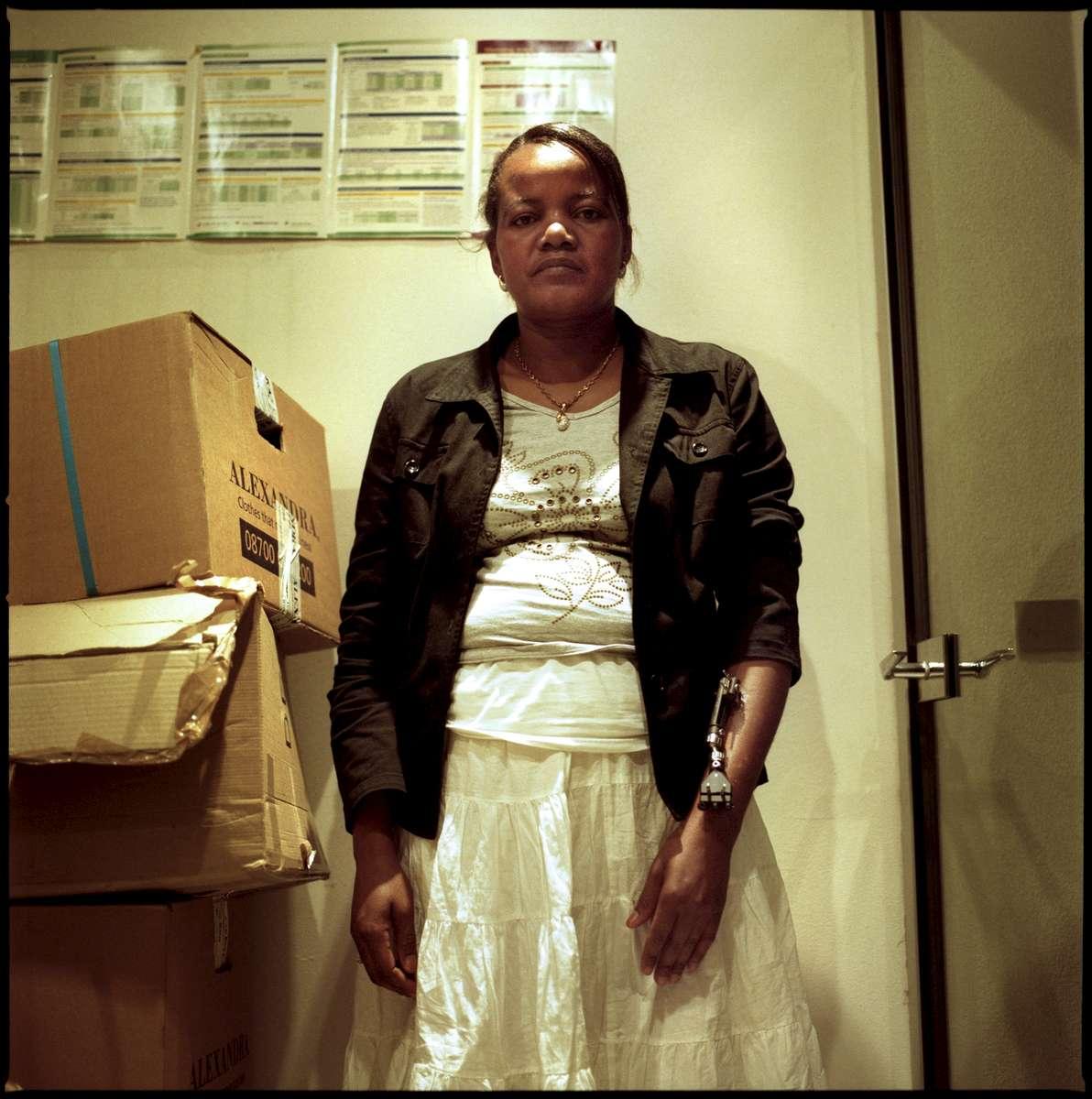 Marissia est Haïtienne et en grève depuis le 23  mai 2008. Sans papiers, elle occupe les locaux de l'entreprise qui l'emploie «Manet». Elle est dans l'attente d'une régularisation.