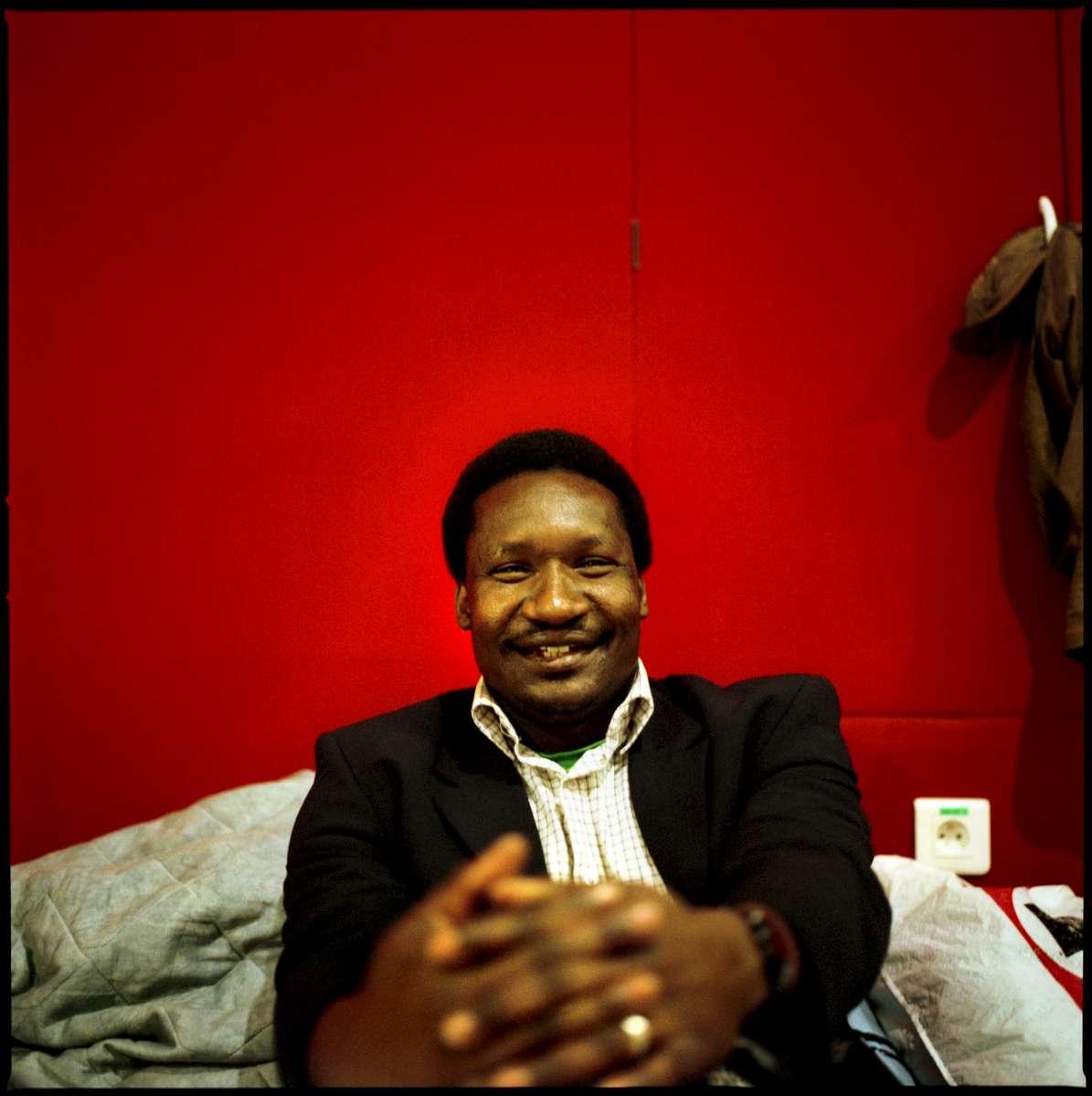Ismaila est Sénégalais et en France depuis 2001. Il occupe, depuis le 2 Mai 2008, avec 600 autres Sans-Papiers, une annexe de la bourse du travail appartenant à la CGT, située rue Charlot à Paris . Il est en attente de sa régularisation.