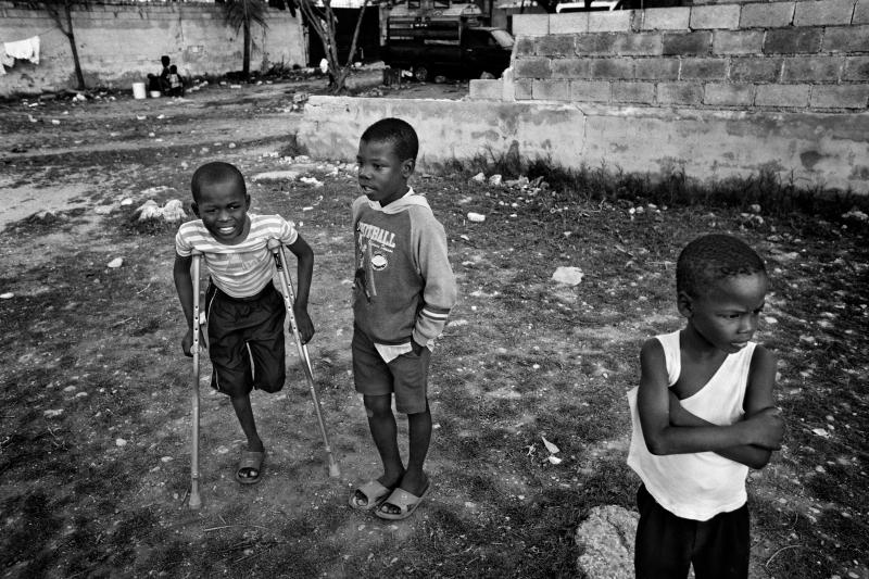 edit_haiti01haiti_amputees_