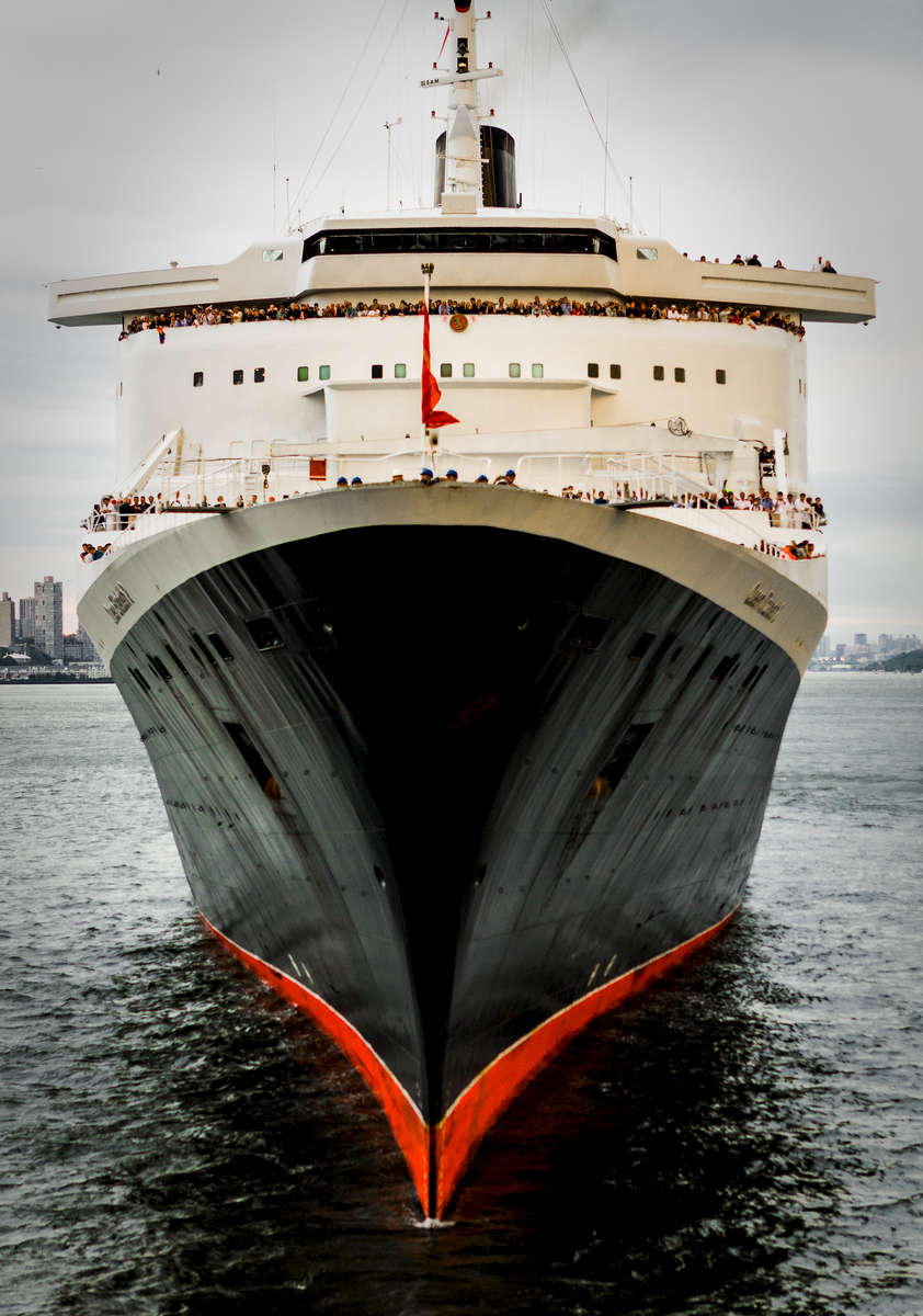 QE2 Departs NYC Last Time