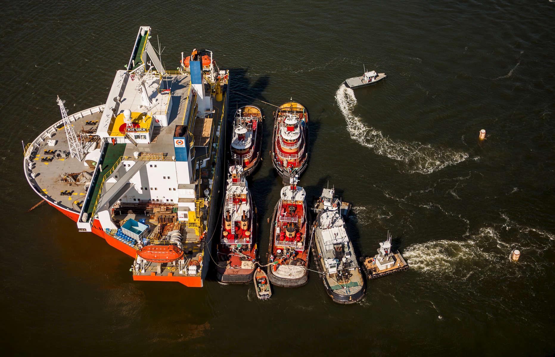 Blue Marlin, Dockwise Heavy Lift Vessel Loads Tugs