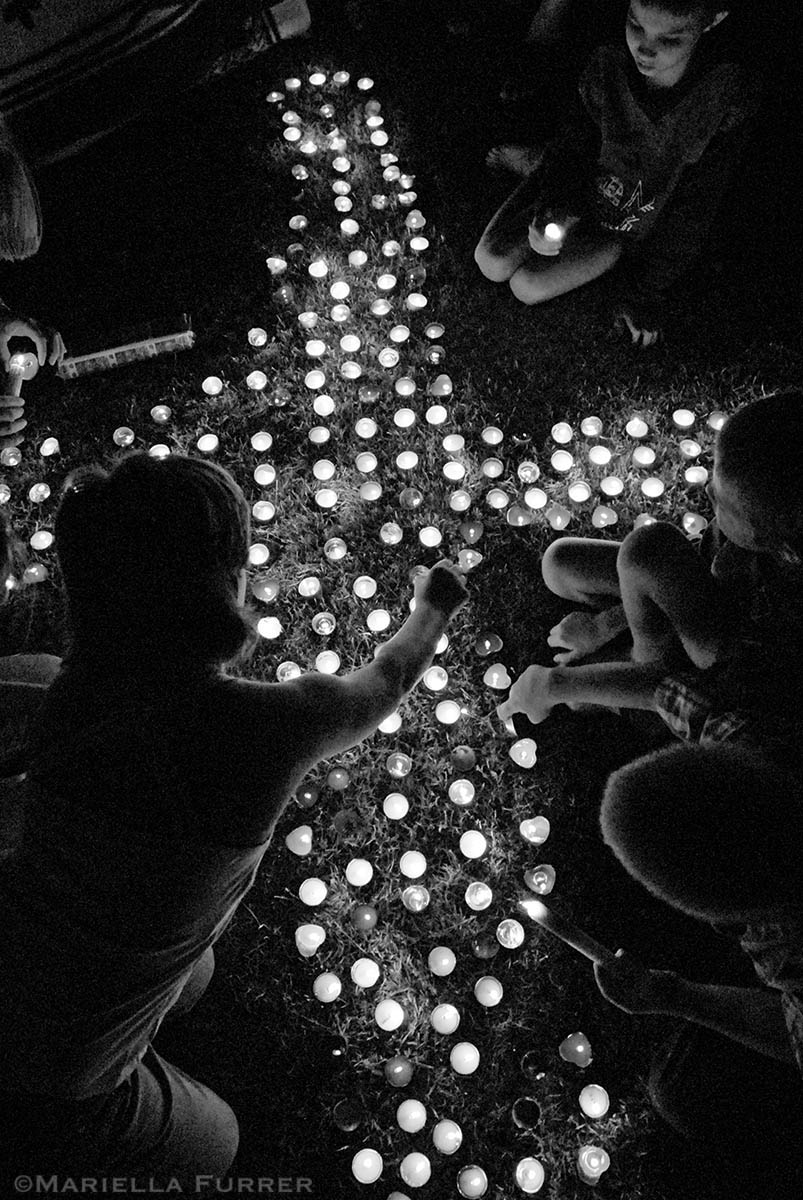 Several thousand people attend a candlelight vigil in remembrance of Sheldean Human in a small park in Pretoria West. DATE: March 2007