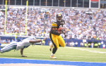 Irving, Texas.   Pittsburgh Steelers running back Jerome Bettis finds his way to the end zone for the game winning touchdown in the final minute against the Dallas Cowboys at Texas Stadium in Irving, Texas in 2004./ Vincent Pugliese