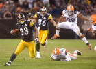 Cleveland, Ohio. Pittsburgh Steelers running back Issac Redman avoids a tackle during the fourth quarter against the Cleveland Browns at Cleveland Browns Stadium on January 1st, 2012. / Vincent Pugliese