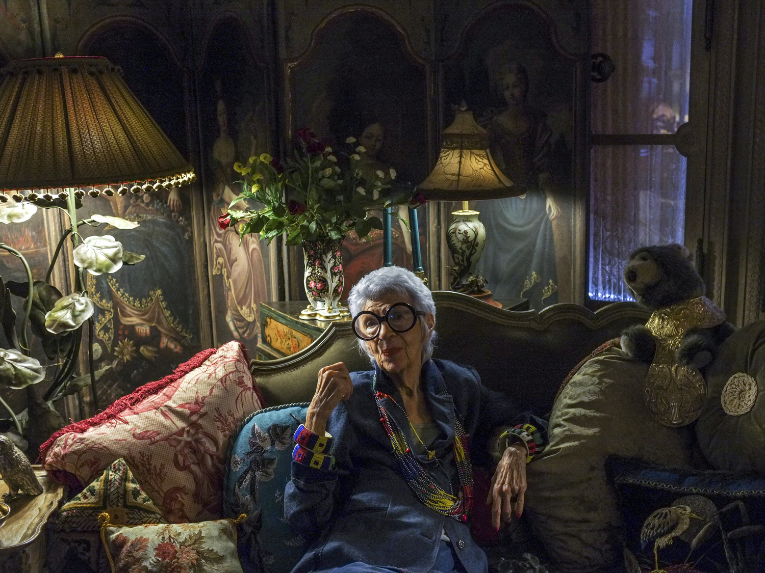 USA.  New York, New York.  2012.  The fashion designer and icon Iris Apfel photographed at her Upper East Side Manhattan home.