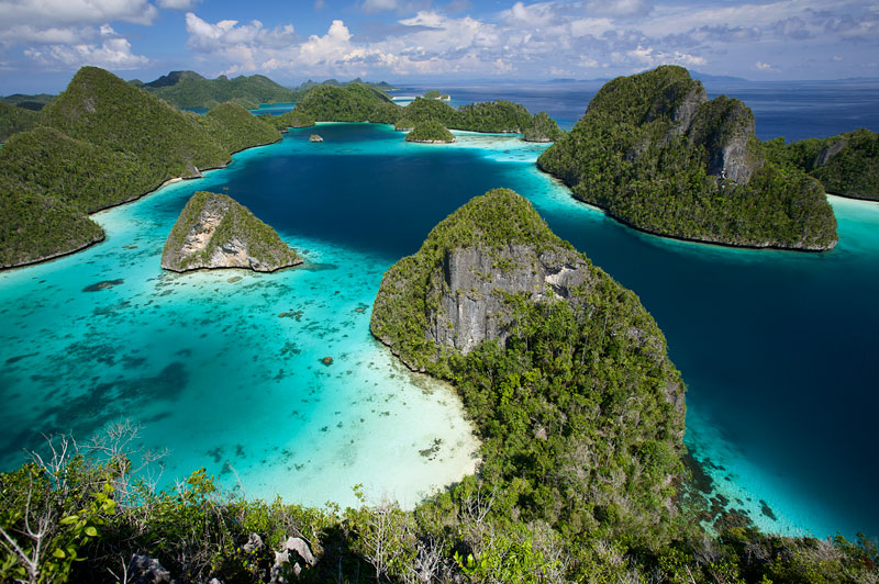 Wayag Islands are an uninhabited group of uplifted limestone (karst) islands NW of Waigeo.