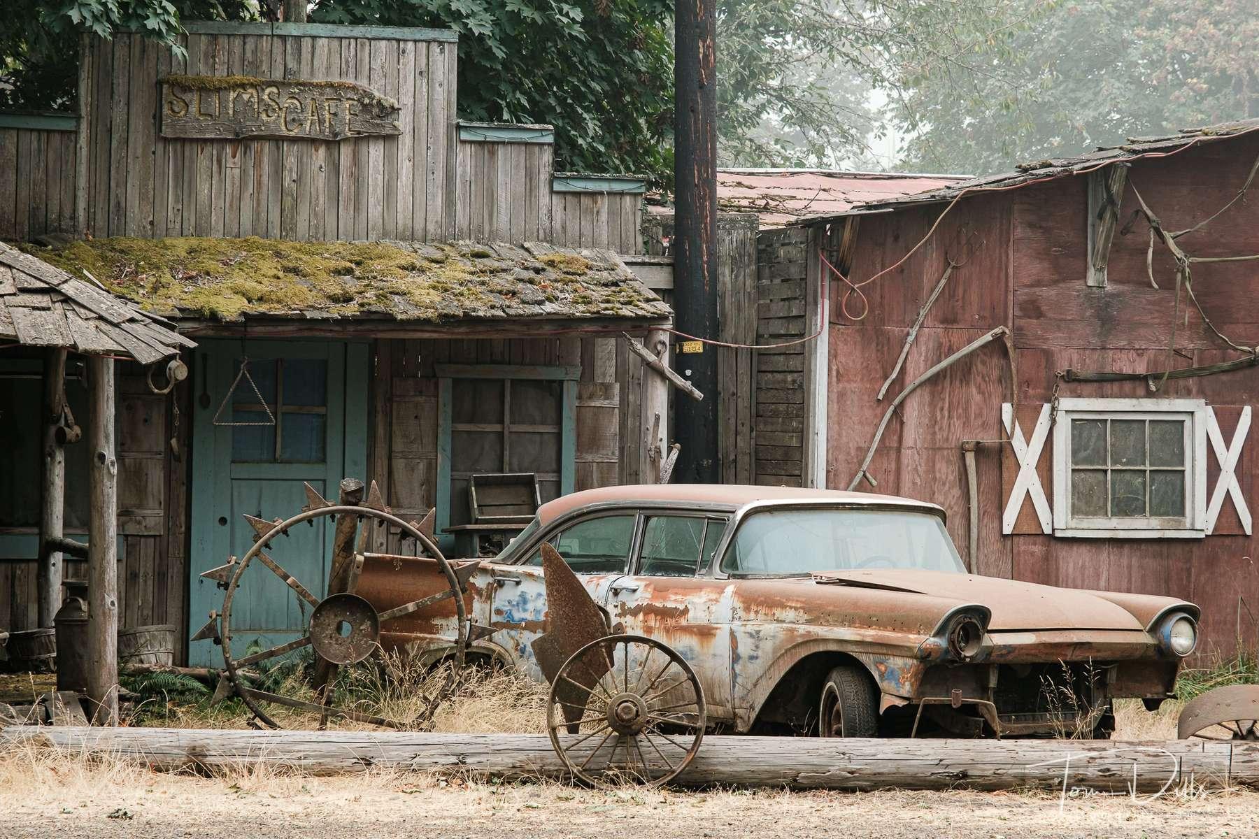 Abandoned storefronts along US-20 near Foster, Oregon