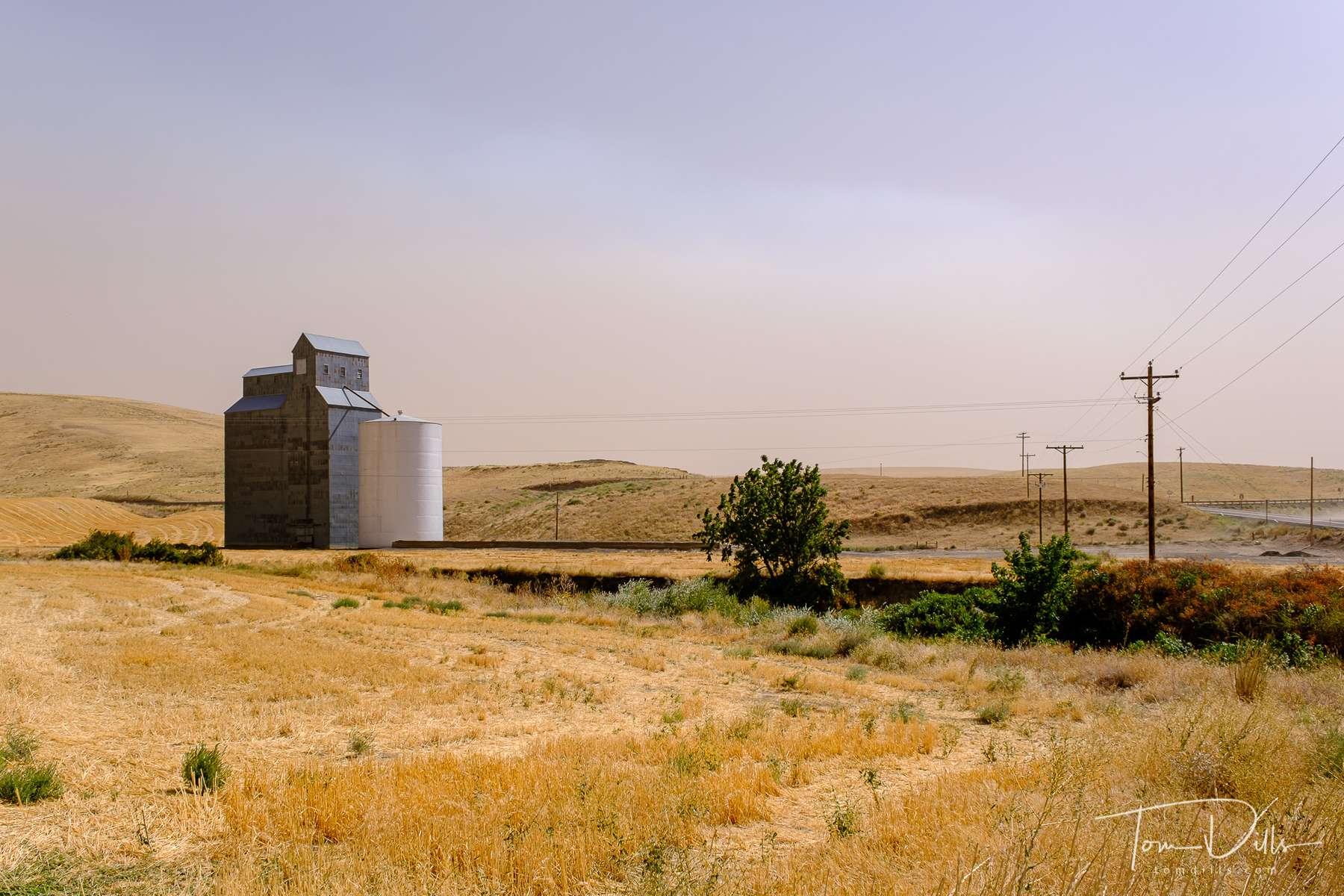 Grain elevator near Starbuck, Washington