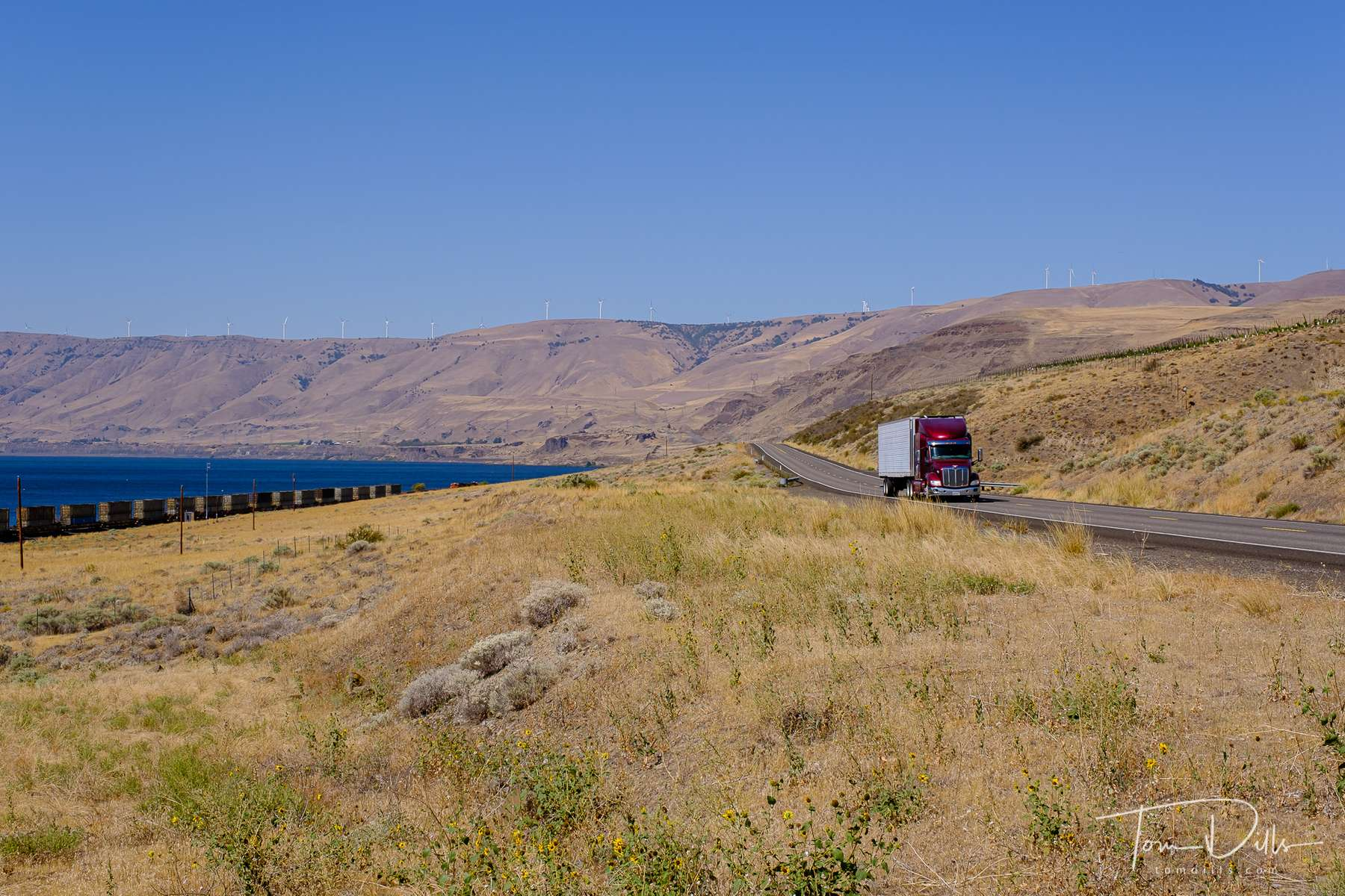 Scenery on SR-14 along the north side of the Columbia River in Washington