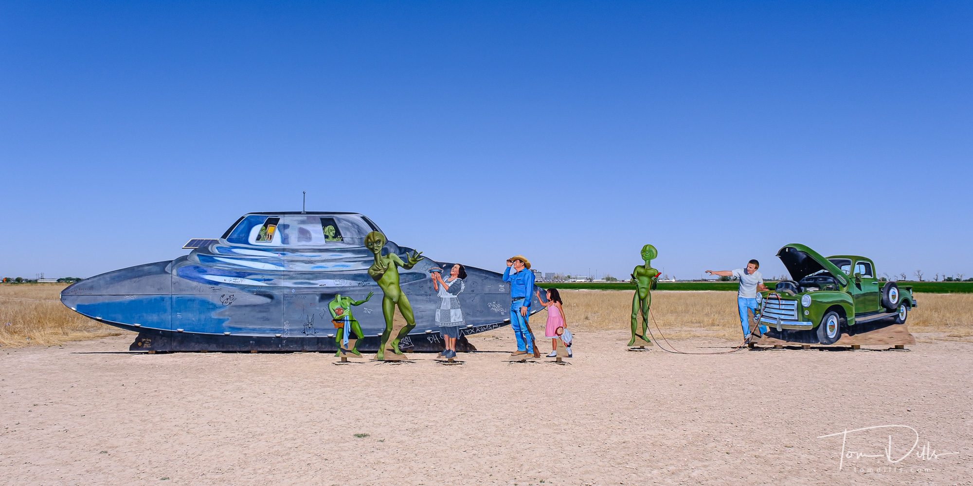 {quote}Welcome to Roswell{quote} art installation.  Roswell, New Mexico