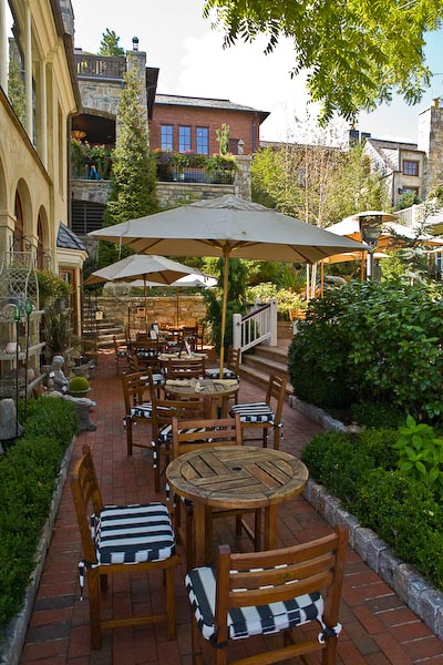 Outdoor dining area at the Old Edwards Inn & Spa