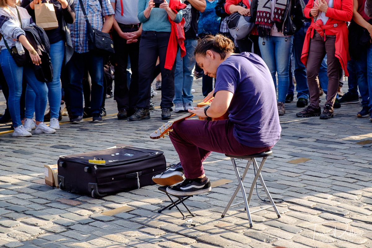 Guitarist {quote}Adam Kadabra{quote} performs during the Fringe Festival in Edinburgh