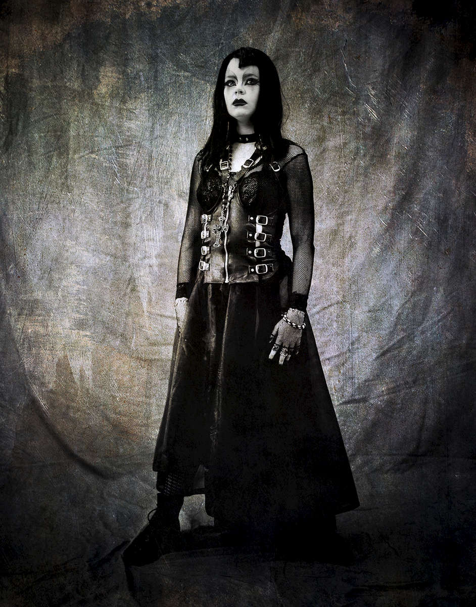 Goth-girl-full-length-1_Nik-ret_Tex_shrp