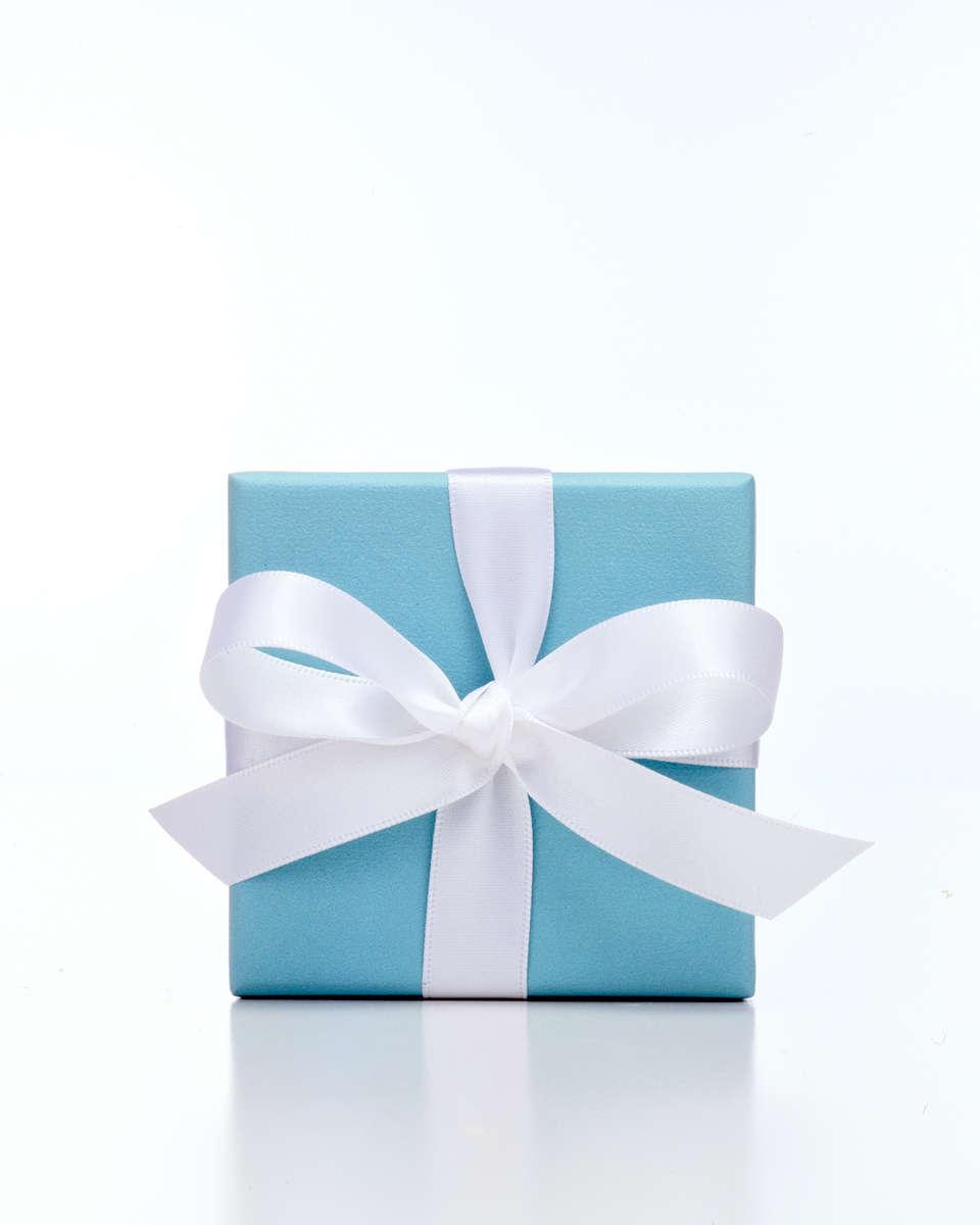 Tiffany-box-w-ribbon_001_Nik