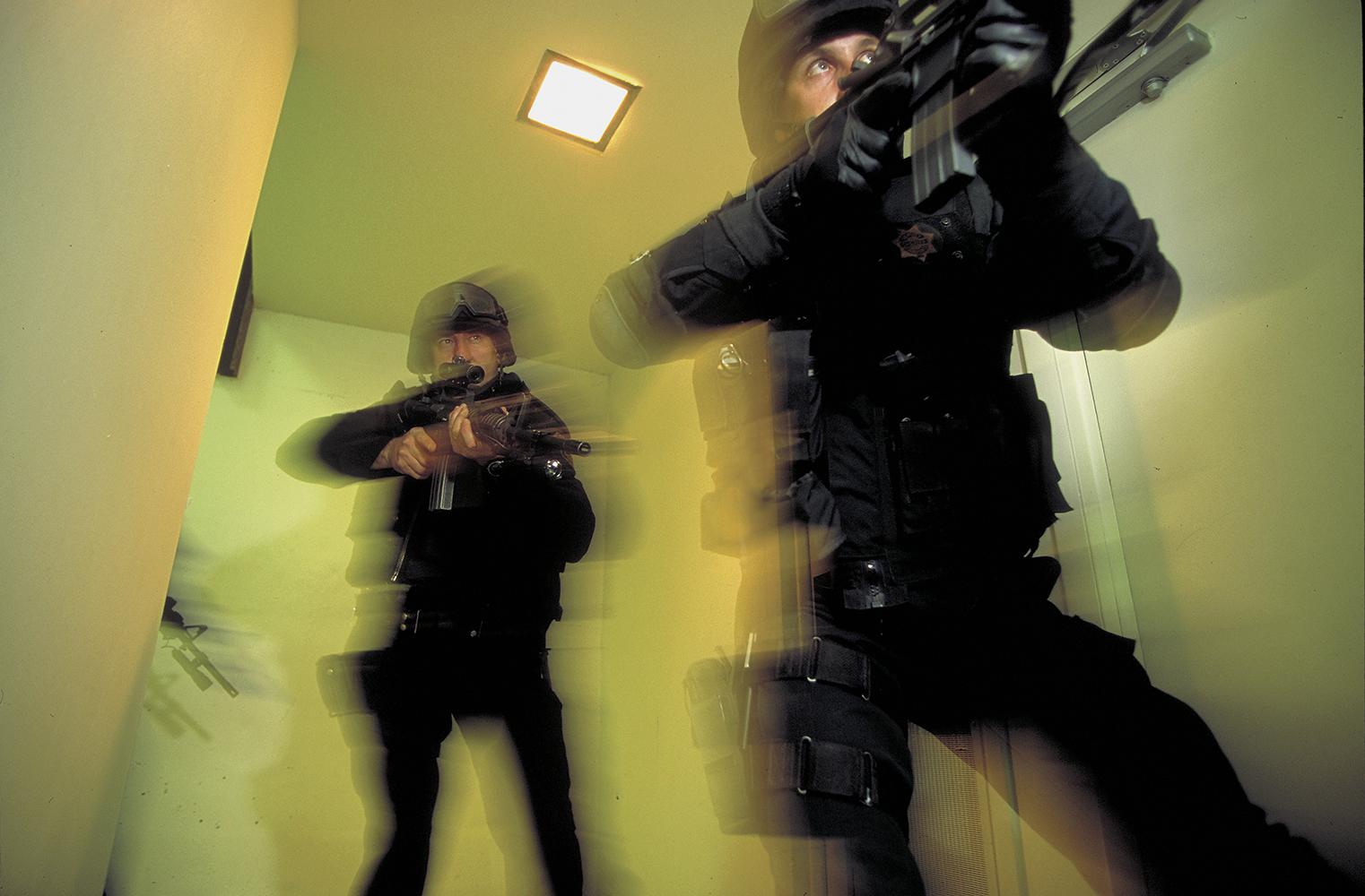 Swat_team_res-d_up_2X-94DF2-V1