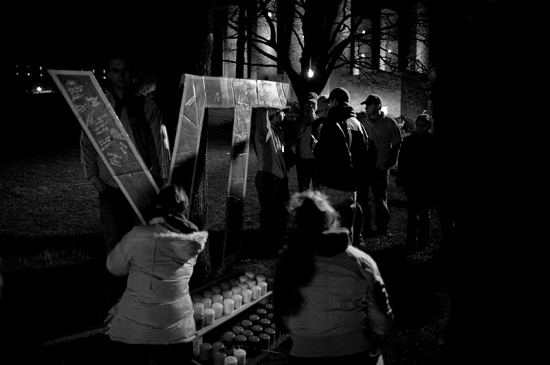 Students pay their respects and leave notes at a makeshift shrine near the campus chapel as night falls after the Virginia Tech massacre on the campus in Blacksburg, Virginia.