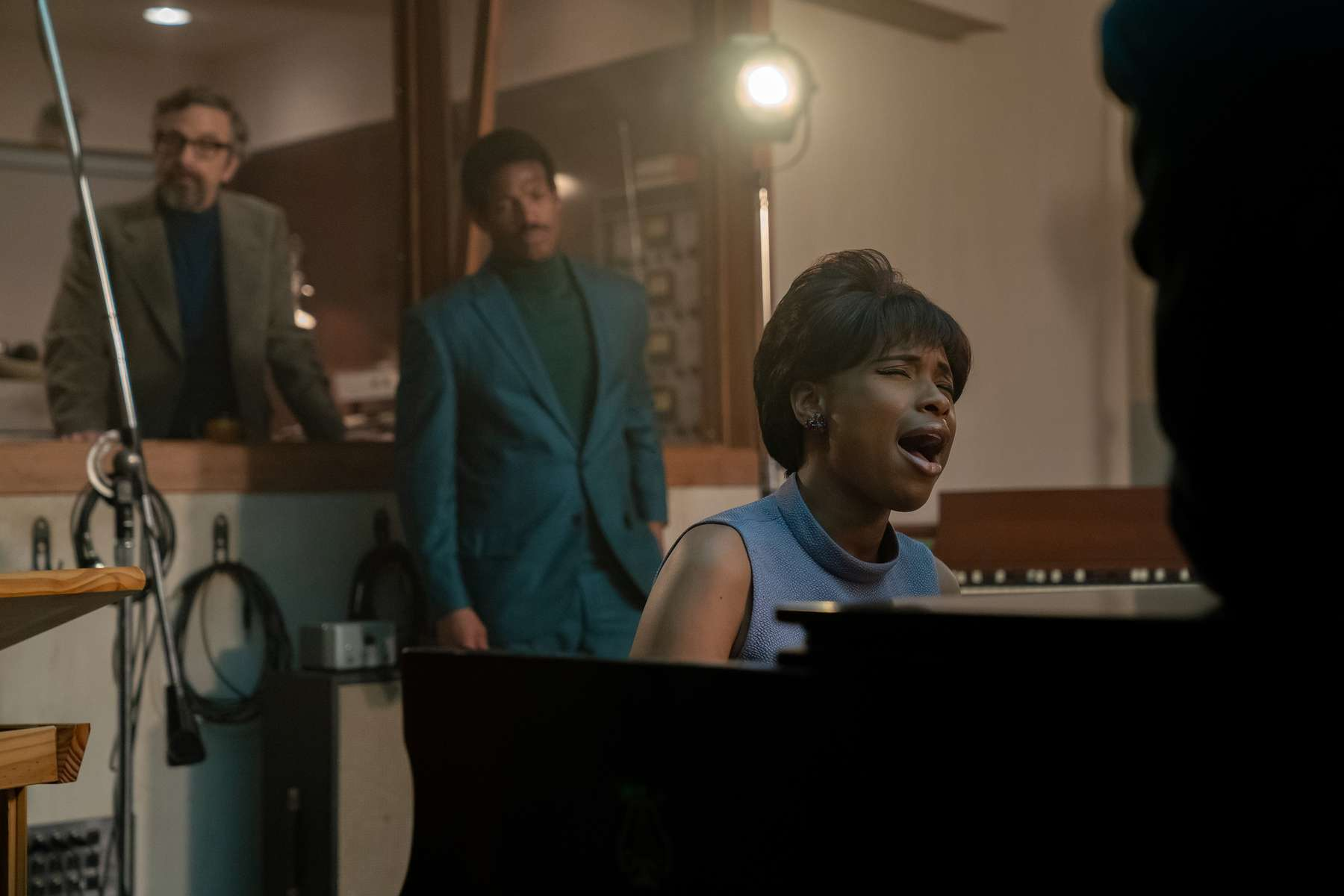 R_18350_RC(l-r.) Marc Maron stars as Jerry Wexler, Marlon Wayans as Ted White and Jennifer Hudson as Aretha Franklin inRESPECT, A Metro Goldwyn Mayer Pictures filmPhoto credit: Quantrell D. Colbert© 2021 Metro-Goldwyn-Mayer Pictures Inc. All Rights Reserved