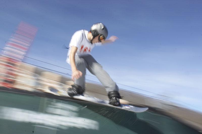 action--18dec05-Snowboar-01
