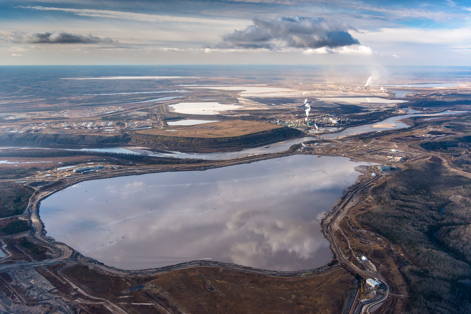 Suncor and Syncrude Upgraders, mines, tailings ponds, and Athabasca River. Alberta Oil/Tar Sands, Northern Alberta, Canada.