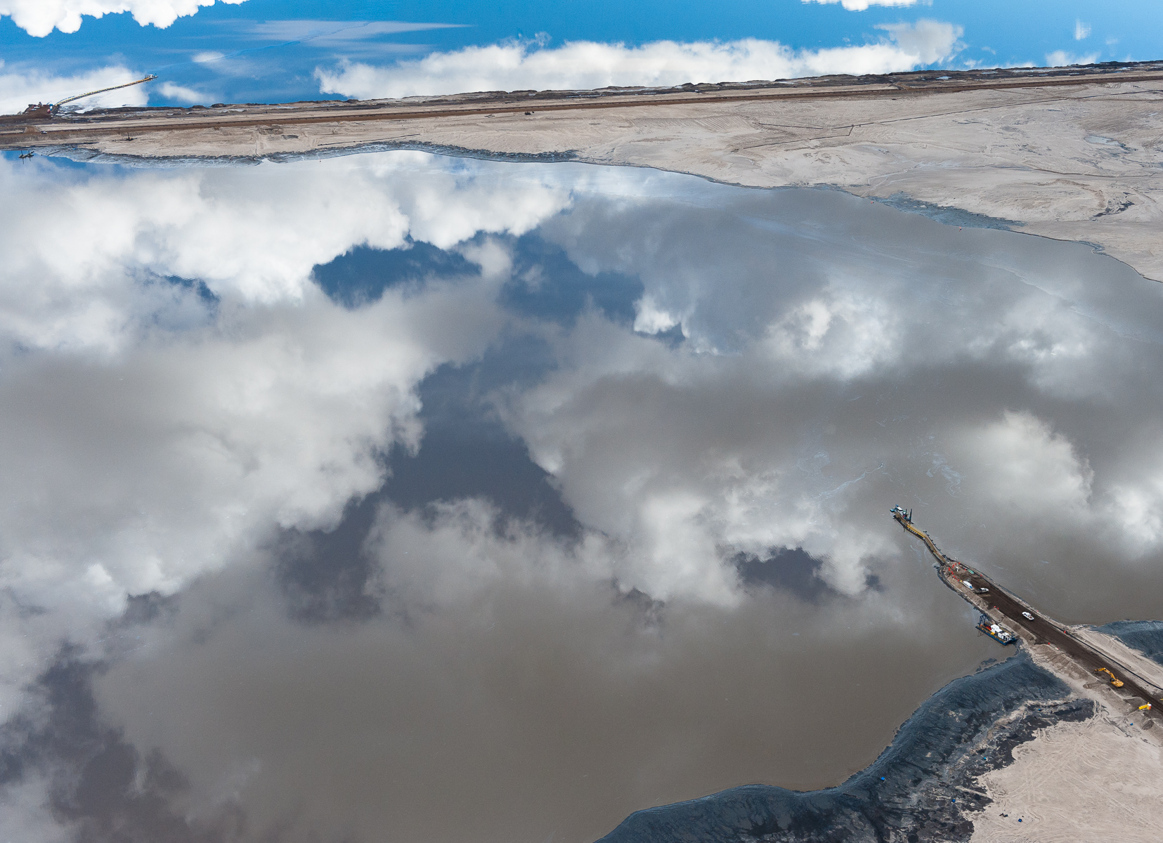 Disguised by the beauty of a reflection, these toxic tailings ponds are a considerable health risk. These vast toxic lakes are completely unlined and nearly a dozen of them lie on either side of the Athabasca River. Individual ponds can range in size up to 8,850 acres.