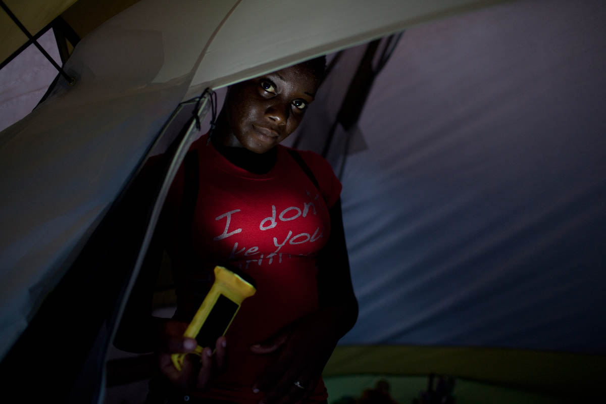 Haiti_Solar_flashlight_02
