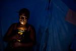 Haiti_Solar_flashlight_04