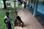 A young girl is helped by her mother in Bangolo Hospital. She was shot in the foot as she fled an attack on her village, near Duékoué, during post-election violence. The wound was too severe to save her foot and it had to be amputated. Between March 28 and April 5, 285 wounded people were cared for by MSF teams in the Duékoué health facility and 150 wounded in need of surgery were treated in Bangolo.
