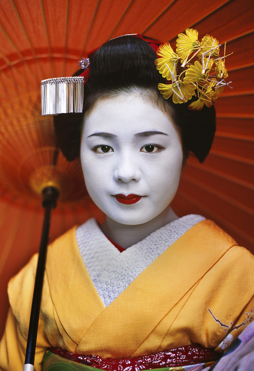 "This series of photos depicts an apprentice maiko, Komomo or ""little peach,"" in training with her onee-san ""older sister."" Yachiho-san is a fully trained geisha, or geiko as Kyoto's geisha are known. I was invited to enter the mysterious world of these artisans and access some private time with the girls as they prepared for their evening functions. Watching their interactions I came to understand the public's fascination with their mesmerizing beauty and delicate, ephemeral mannerisms."