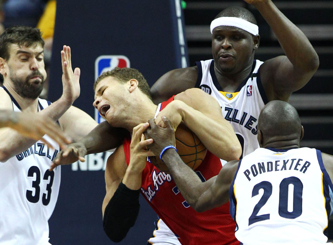 Los Angeles Clippers forward Blake Griffin (2nd L) is fouled while driving into the triple team of Memphis Grizzlies center Marc Gasol, of Spain, (L), Memphis Grizzlies forward Zach Randolph (2nd R) and Memphis Grizzlies forward Quincy Pondexter (R) during of the second half of game three of the Western Conference Quarterfinal round game at FedExForum in Memphis, Tennessee, USA, 25 April 2013. Memphis won 94-82. Clippers lead the series 2-1. (Mike Brown/EPA)