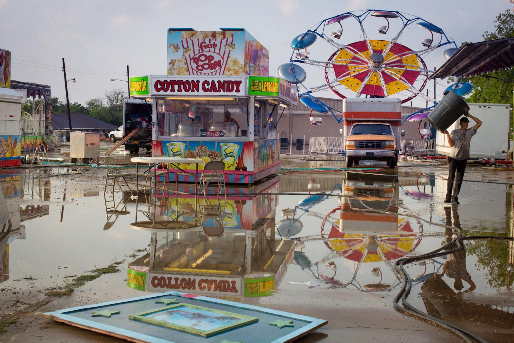 America_1800_circus_rain