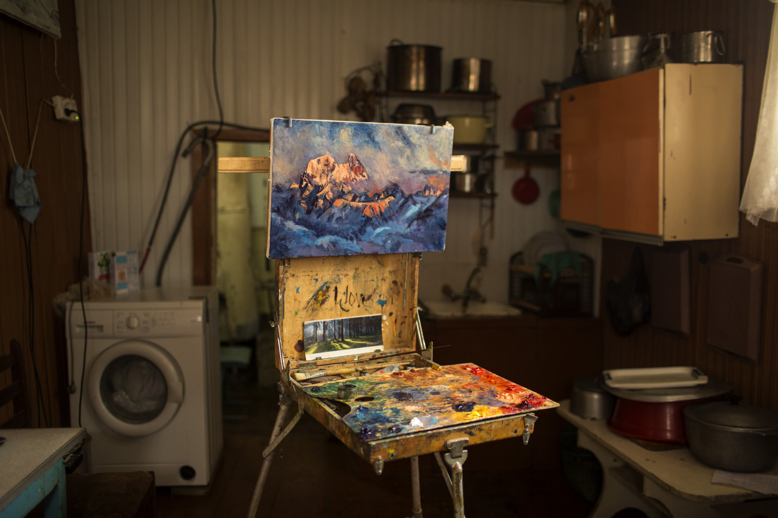 Misha Mchedliani paints in his kitchen in the village of