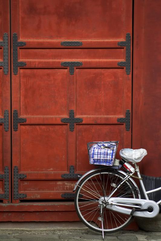 tokyo_shrine_with_bike