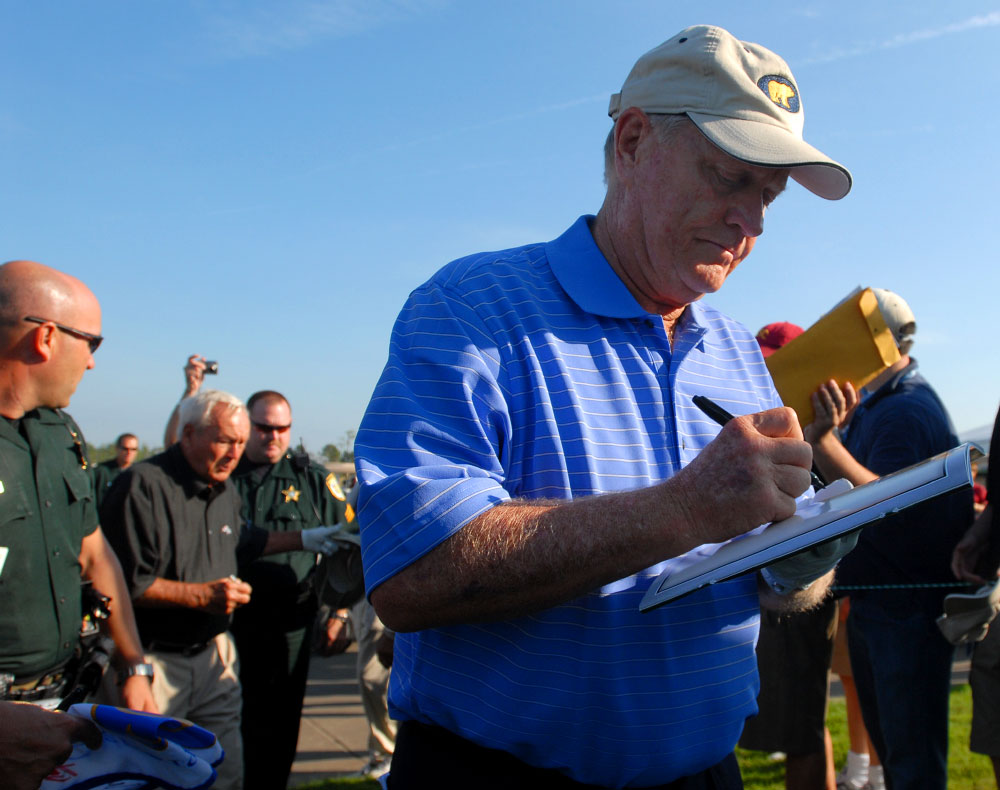 Legendary golfers Jack Nicklaus, right, and Arnold Palmer sign autographs before the start of their round during the Del Webb Father/Son Challenge in ChampionsGate, Florida.