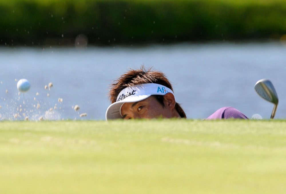 Ryuji Imada, of Japan, watches his shot from the bunker to the 17th green during the first round of the Arnold Palmer Invitational golf tournament in Orlando, Fla., on March 26, 2009.