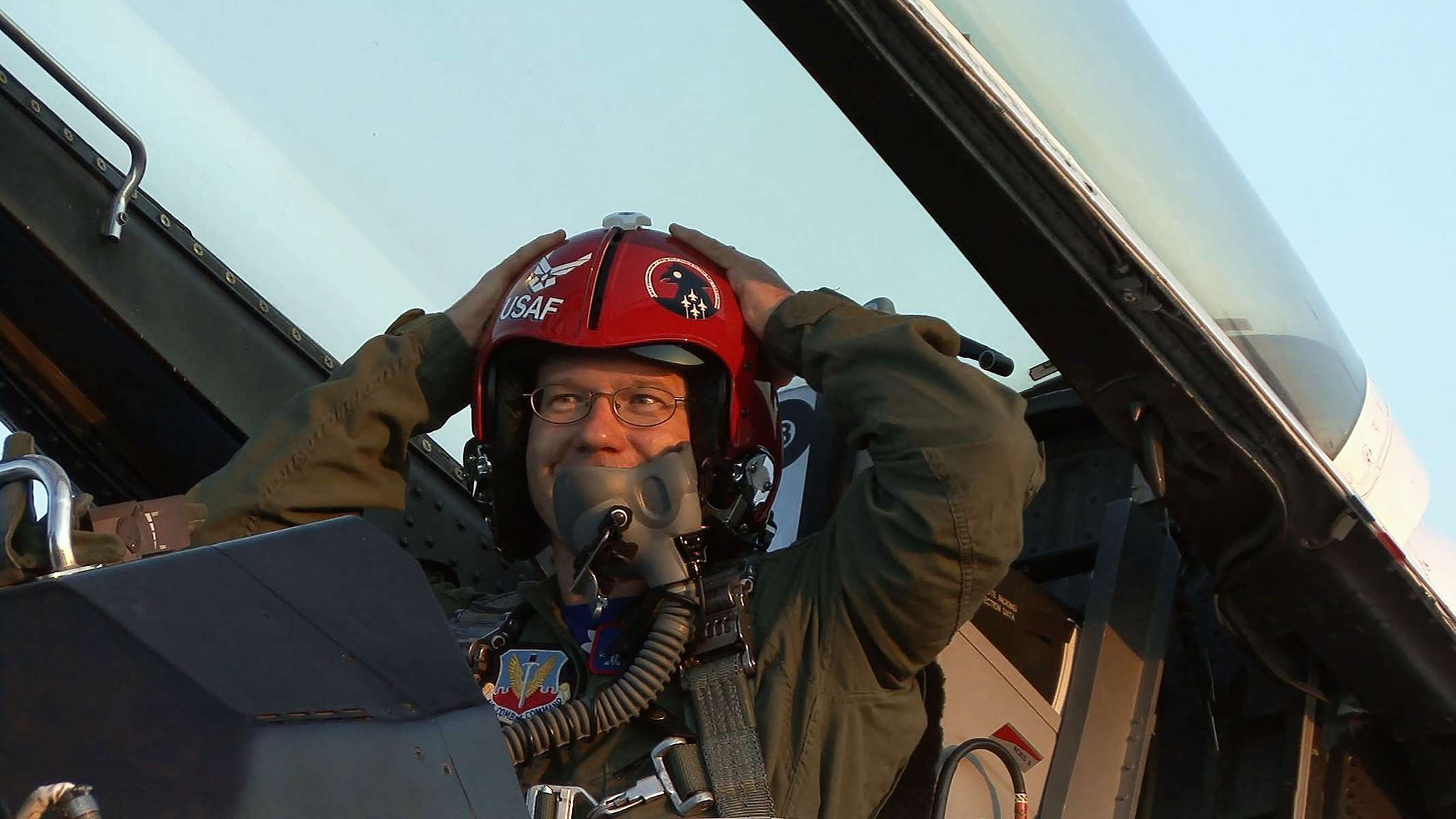 After landing, Star-Ledger photographer Matt Rainey sits in the Air Force F16D jet at McGuire Air Force Base. Lt. Col Rob Skelton piloted the Thunderbird and took Rainey from NJ down past Washington DC and back. Select members of the media get a ride on the Lockheed Martin jet in the days before an air show, which will take place this weekend. This image is a still pulled from video.    Bordentown, NJ  5/30/08  12:27:09 PM  SCOTT LITUCHY/THE STAR-LEDGER