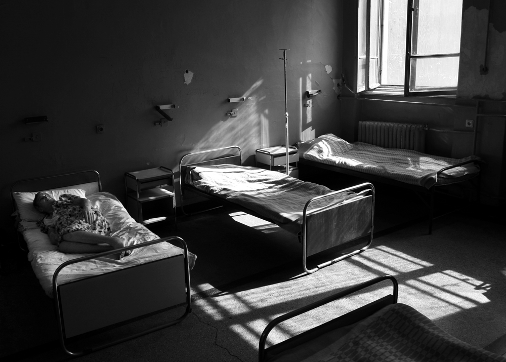 bg psych ward 06 resized a dark room yana paskova photojournalist. Black Bedroom Furniture Sets. Home Design Ideas