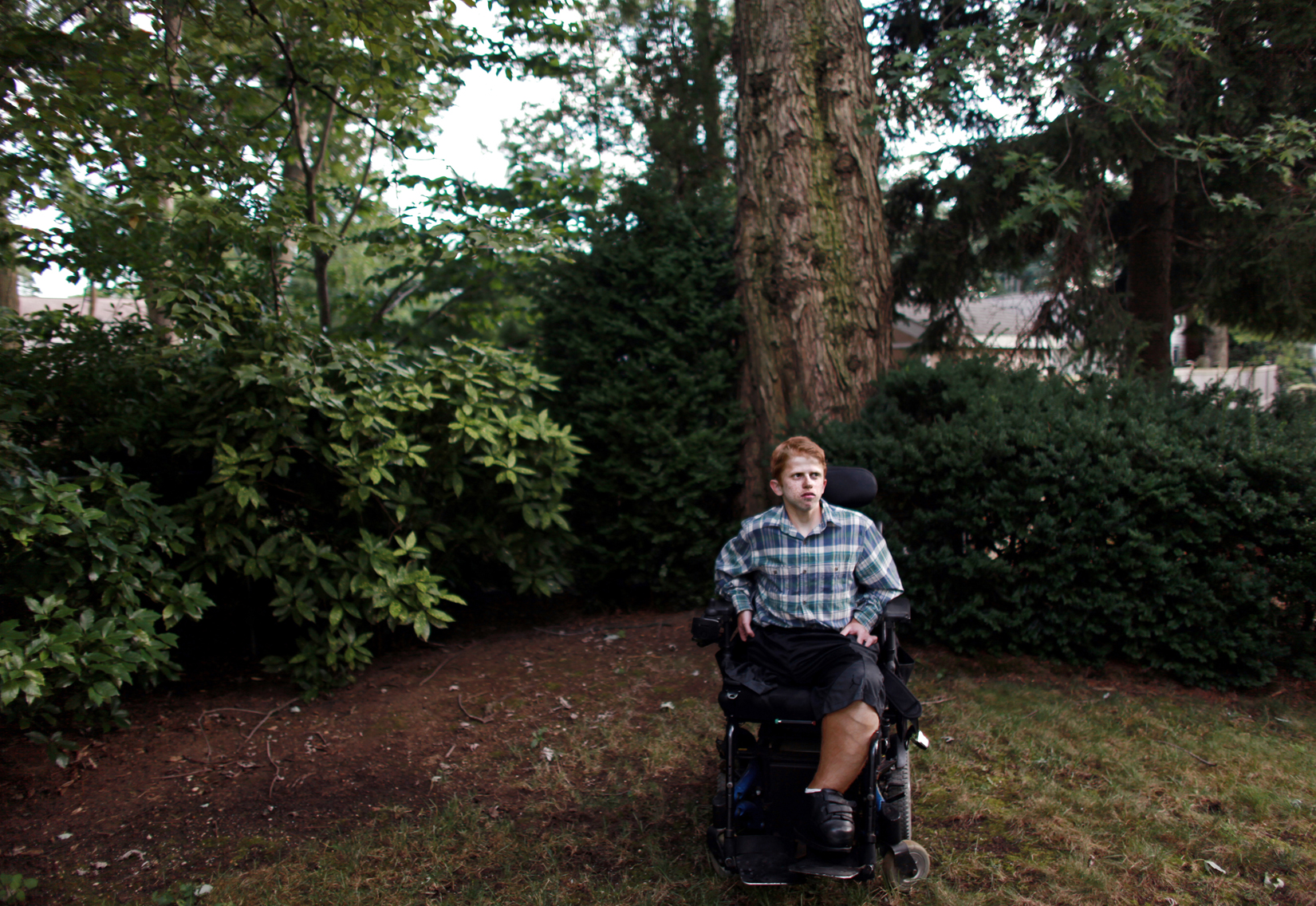 Max Gold, who is bound to a wheelchair after losing his leg to a congenital vascular problem, poses for a portrait in the backyard of his home in Merrick, NY, on August 15, 2013. Max is suing the Smithsonian Air & Space Museum after being denied access to a flight simulator. (For Washington Post)