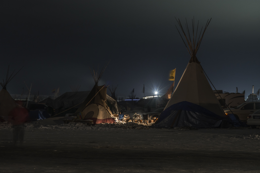 A DAPL floodlight seen from the Oceti Sakowin camp.